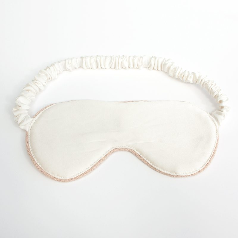 Luxury silk eye mask in blush_reverse